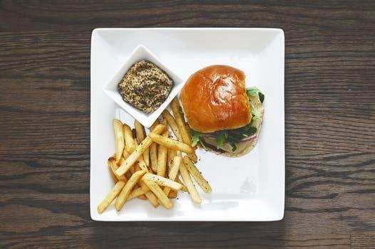 Enjoy Happy Hour at 5280 Burger Bar