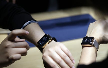 The Apple Watch in Restaurant Dining Rooms Image