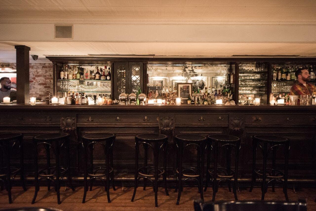 Fedoras bar