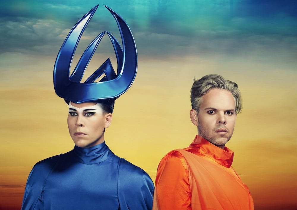 Luke Steele, Nick Littlemore are posing for a picture